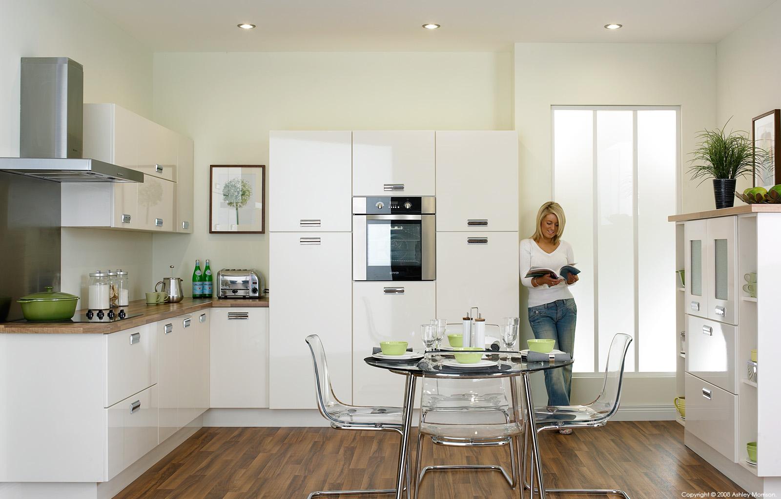 high gloss kitchen doors by O&S Doors Ltd.